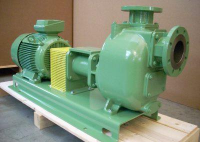 Pompe centrifuge auto-amorçante avec clapet anti retour (NBR), orifices à brides FF. Entièrement réalisée en fonte. Indice de protection IP 55