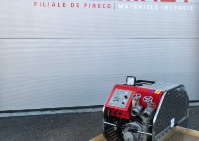 Motopompe incendie équipée de moteur diesel Peugeot.