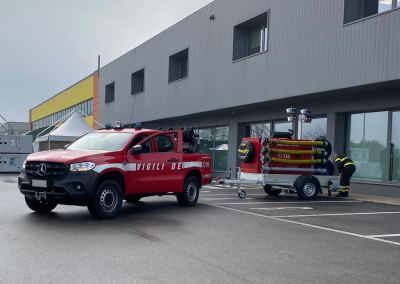 Pick up with Euromast fire trailer